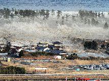 Un estudio del gobierno de Tokio aumentó la proyección devastadora de un maremoto, si ocurre un sismo de magnitud 9 en la depresión de Nankai. El cálculo divulgado este fin de semana eleva de 66 a más de 112 pies la ola mayor de un tsunami en la zona. (Archiv